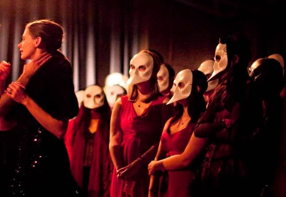 Sleep No More: a grasping experience
