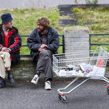 "16% of Canadians ""struggling"" to make ends meet"